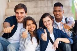 depositphotos_26746839-stockafbeelding-middelbare-schoolstudenten-geven-duimen-omhoog